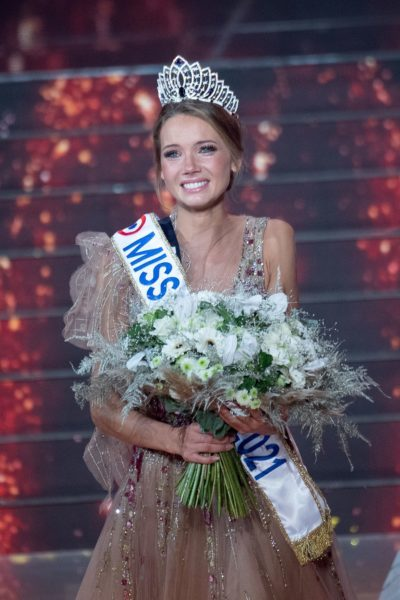 Miss Normandie Amandine Petit elue Miss France 2021 Soiree d'election de Miss France 2021 en direct sur TF1 et presente par Jean-Pierre Foucault. Puy Du Fou, FRANCE - 19/12/2020